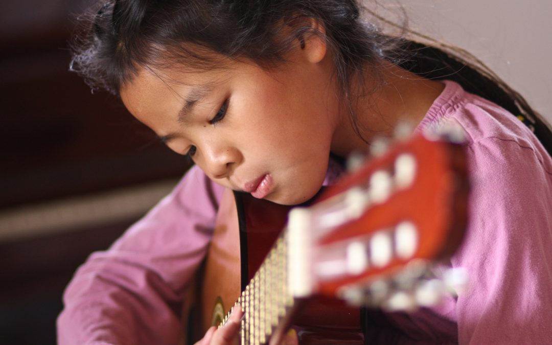 36 Easy Songs To Learn To Play on Guitar
