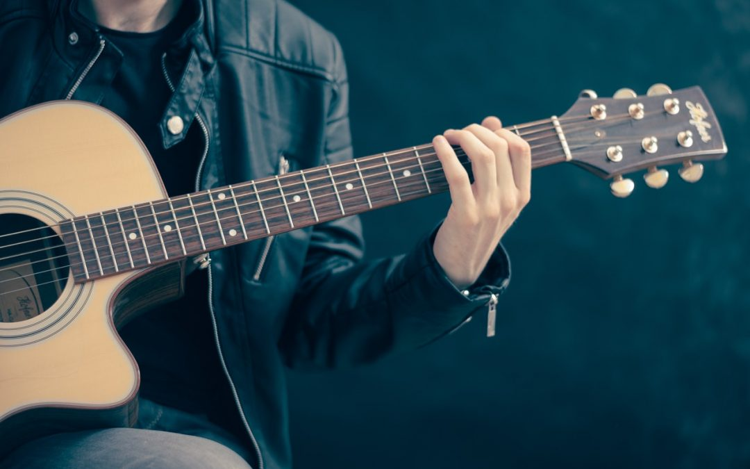 How to Hold a Guitar the Right Way: Our Guide